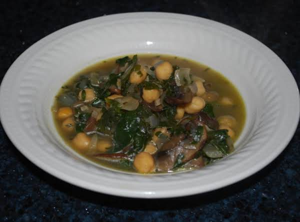 Hearty Spinach And Chickpea Soup