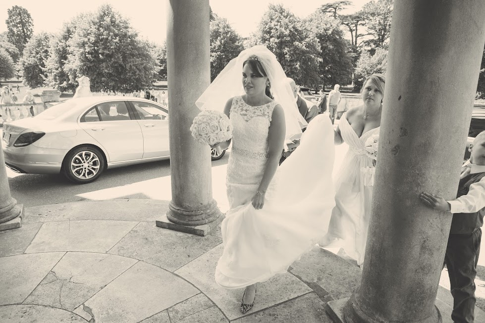 wedding-bride-arrival