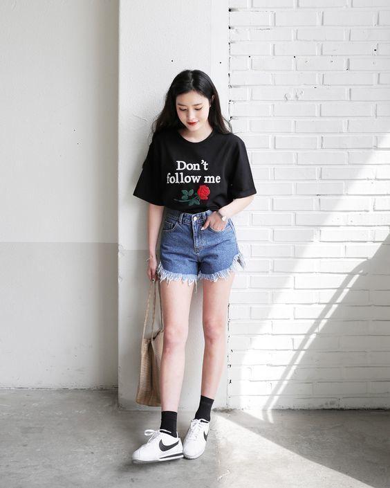 Phối Giày thể thao + quần short jean cá tính