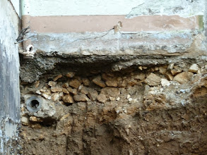 Photo: die Garage wurde wohl auf Geröll gebaut.....