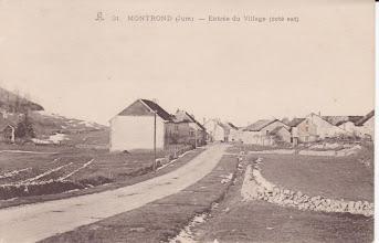 Photo: Entrée est du village