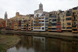 Photo: ... la casa Masó (façade blanche) ...
