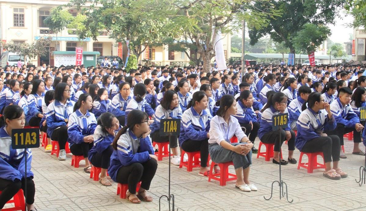 Buổi lễ thu hút đông đảo học sinh tham gia