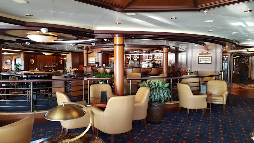 Queen-Victoria-Commodore-Club - The Commodore Club on deck 10 is an observation lounge offering sweeping views over the bow of Queen Victoria.