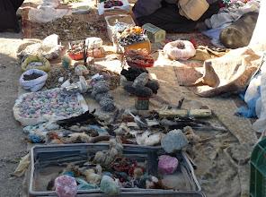 Photo: Banchetto dello stregone (?) in un villaggio presso Ouarzazate