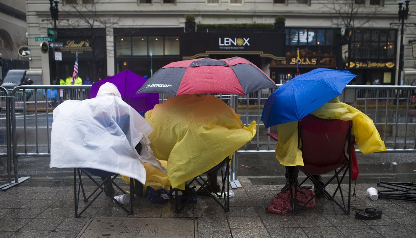 Spectators camped out in the wind and rain along Boylston St. (Jesse Costa/WBUR)
