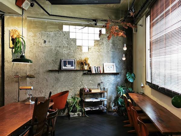二子咖啡   台南東區。請你輕聲細語好嗎?成大周邊二樓咖啡館