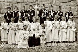 Photo: I Komunia Świeta 1962 r W środku ks.Stanislaw Nowak.