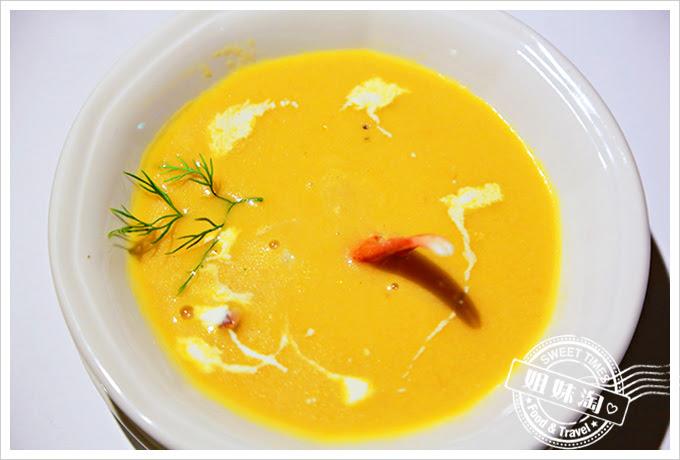 新國際西餐廳奶油蟹鉗凱蘿濃湯