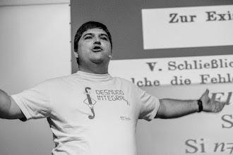 Photo: Tito muestra sin pudor un matemático desnudo integral.