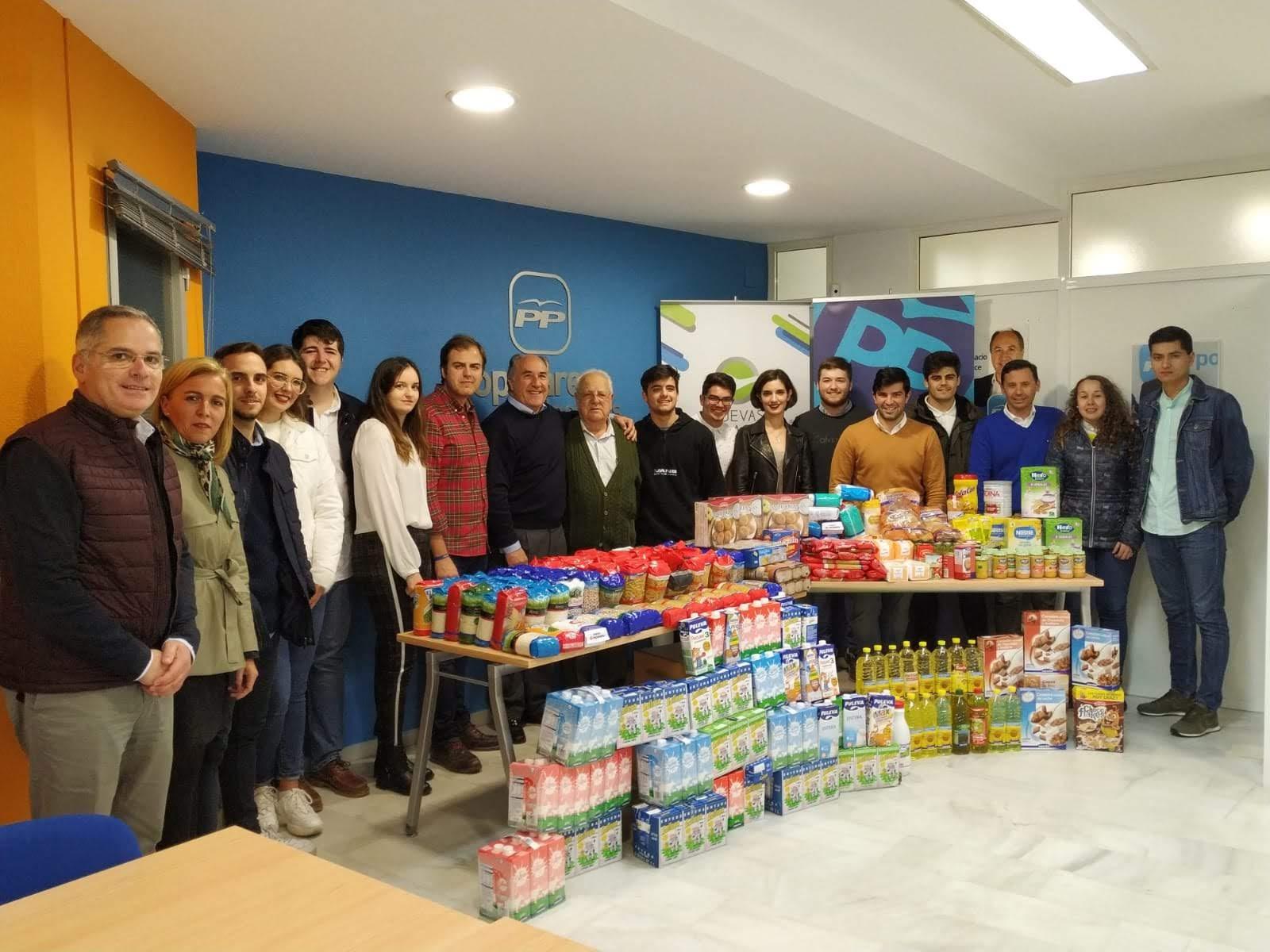 Nuevas Generaciones del PP entregan 426 paquetes de comida al Banco de Alimentos