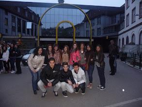 Photo: Davant de l'escola, Sainte-Clotilde