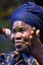 Photo: Ama Atta Aidoo, une légende vivante au Ghana