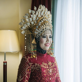 The bride by Hua Wen Chou - Wedding Bride ( bride, wedding, indonesia )