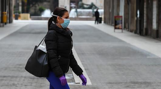Los asintomáticos no solo contagian, también contaminan lo que tocan