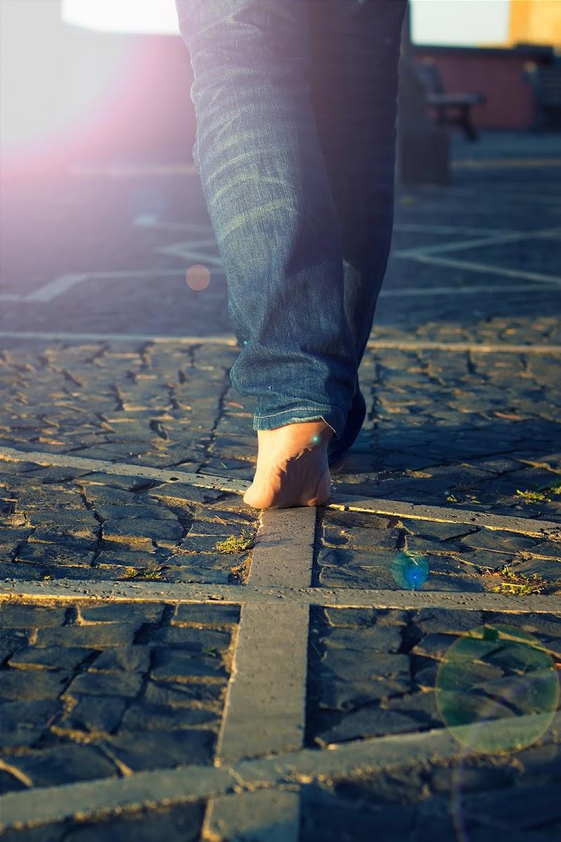A piedi nudi... di DellaBrù