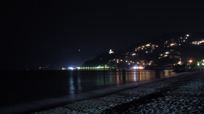 La spiaggia, la luna, e tu di mr.photoshoxx