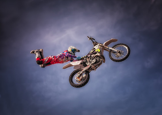 Il freestyler e la sua moto, inseparabili. di CarloBassi