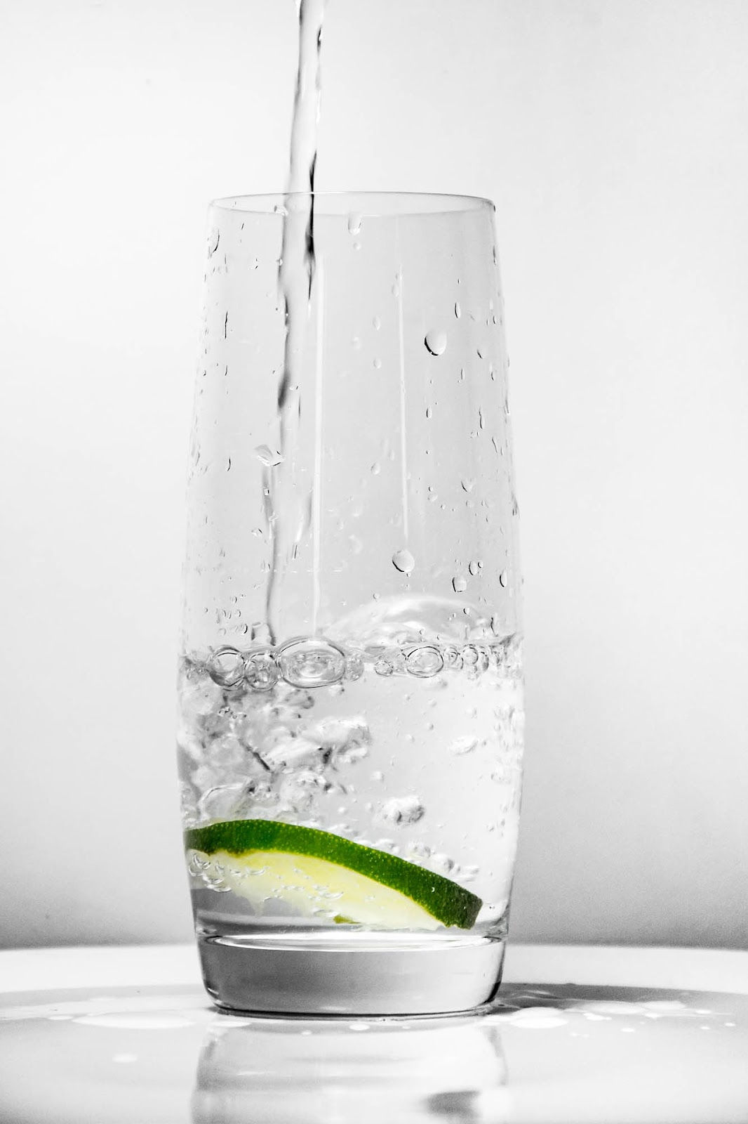 glass-for-water-1901700_1920.jpg