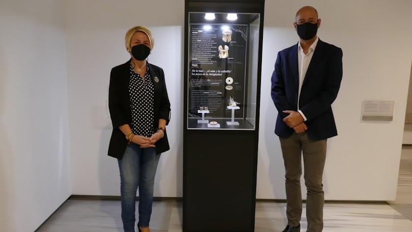 La delegada de Cultura, Eloísa Cabrera, junto al director del Museo de Almería, Carlos Fernández.