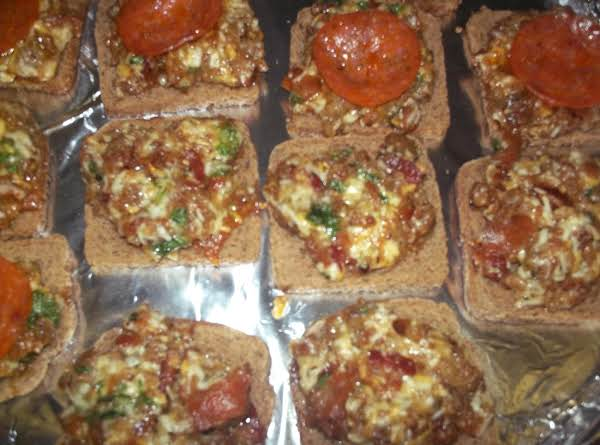 Bea's Individual Mini Pizzas Recipe
