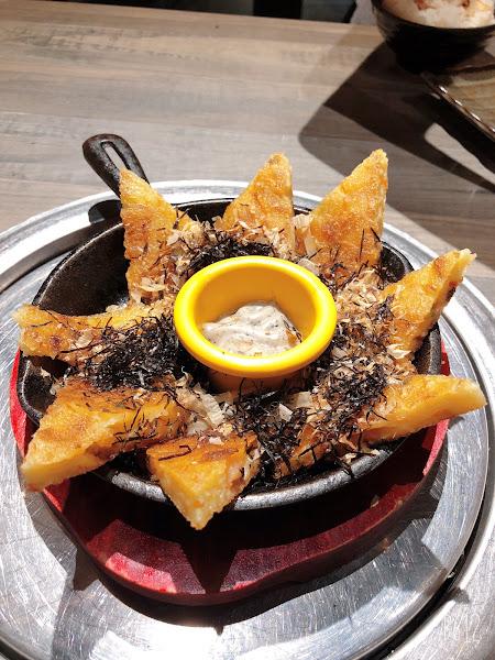 燒肉好吃😋 但吃到月亮蝦餅, 太脆了點~環境服務不錯👍 套餐海鮮盤內容物太少啦~