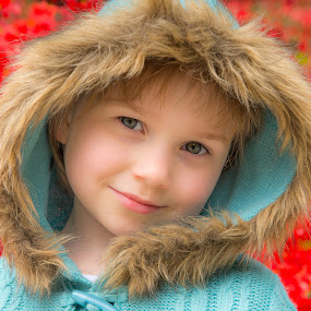 Amelia and red flowers by Marcin Frąckiewicz - Babies & Children Child Portraits ( child portrait, children candids, children )