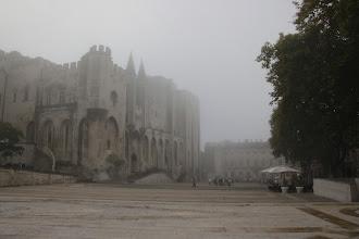 Photo: Le palais des papes est classé monument historique sur la liste du patrimoine mondial de l'Unesco