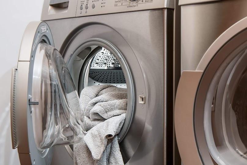 Nowoczesna pralka na lata - sprawdź nasze podpowiedzi i wybierz mądrze!