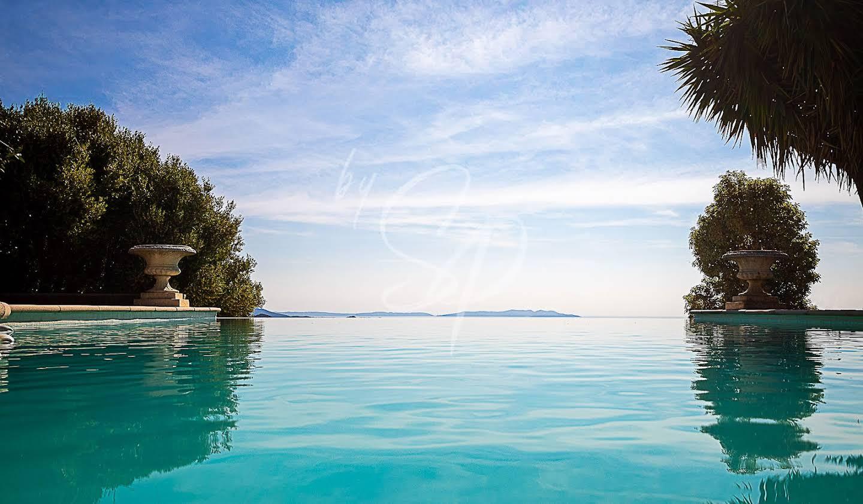 Villa avec piscine en bord de mer La Londe-les-Maures