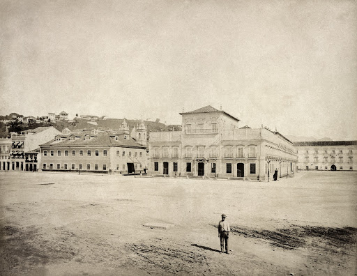 Paço Imperial and, on the right, Carmo Convent
