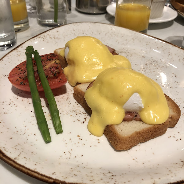 Eggs Benedict on GF toast 😍 Absolutely delicious!!! Highly recommended!