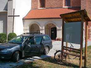 Photo: Pod kościołem może rowerek będzie bezpieczny?