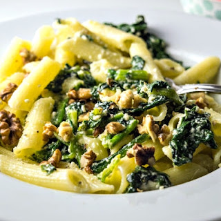 Creamy Pasta With Sauteed Spinach, Ricotta, and Walnuts.