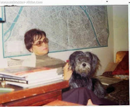 Photo: Галина Некрасова с Джулькой, в квартире на ул. рю Лабрюйер, Париж, 1975