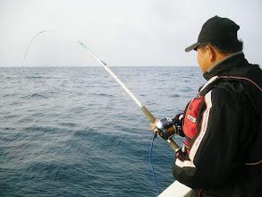 """Photo: 初乗船の""""タタクマさん""""ヒーット!"""