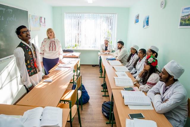 У ЗДМУ провели ряд креативних заходів приурочених до Дня української писемності та мови