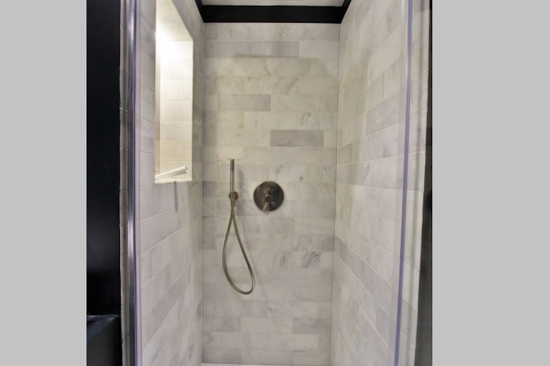 Luxury bathroom at Modern Serviced Apartment, Louvre