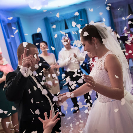 Wedding photographer Tomek Aniuksztys (aniuksztys). Photo of 21.02.2018