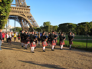 Photo: Scottish pipers in Paris?
