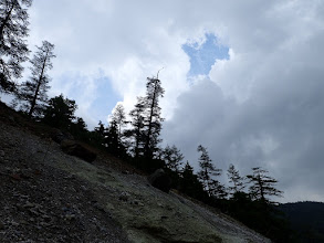 頭上に雷雲