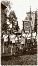 Photo: Procesja koło kościoła -1978 rok