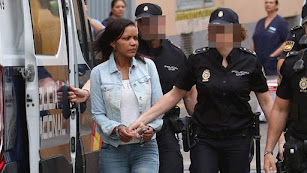 Ana Julia Quezada, custodiada por agentes de Policía.