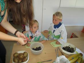 Photo: fruitbrochetten voor tentoonstelling