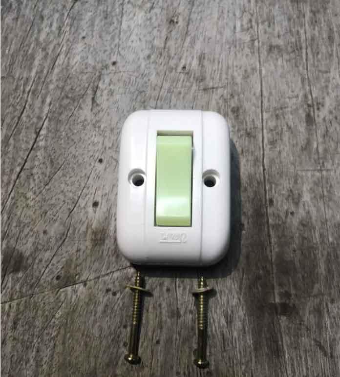 Công tắc đèn gắn tường điện nổi giá rẻ tại HCM