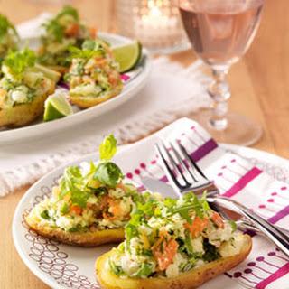 Gevulde Aardappel Met Salade Van Gerookte Zalm