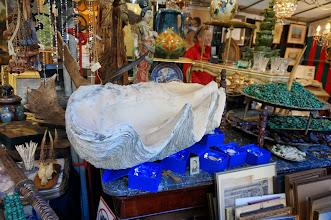 Photo: Objetos imposibles en el mercado de antigüedades de Sablon.