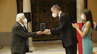 Pérez-Siquier recibe la Medalla de Oro al Mérito en las Bellas Artes de manos de Felipe VI