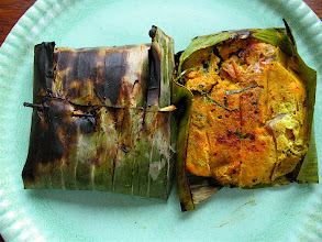 Photo: grilled curried salmon in  banana leaf packets