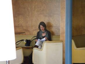 Photo: Secretaressecoach Nathalie Scholtes in voorbereiding op de intervisie.
